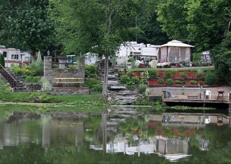 Paradise Gardens Critiques