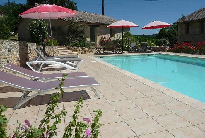 Annie & Dirk ( ) Aanbiedingen vakantiewoningen - Verwarmd zwembad met ruime terrassen - Ruime woonkamer - Gezellig terras - Genieten van zon en rust