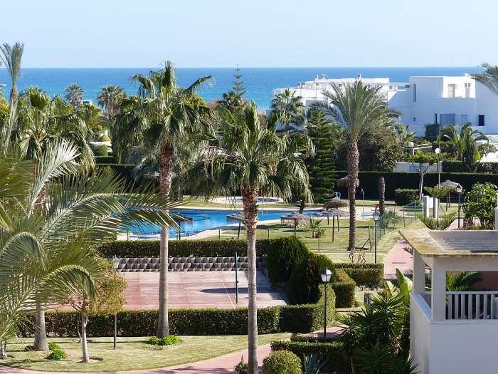 Viviane Naert ( VERA PLAYA ) Aanbiedingen vakantiewoningen - Zwembad Bahía de Vera - zicht op het park Bahía de Vera