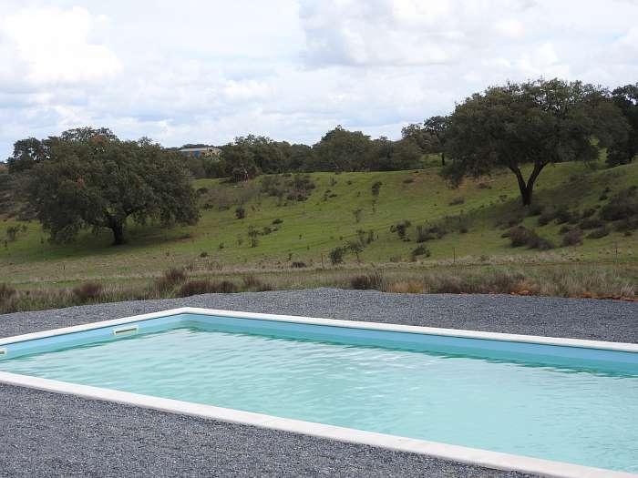 O Nosso Mundo Naturista - Receptie met groot terras met uitzicht op het nieuwe zwembad en het meer - Nieuw zwembad voor seizoen 2018, gevuld met water uit eigen bron en onderhouden met zout electrolyse