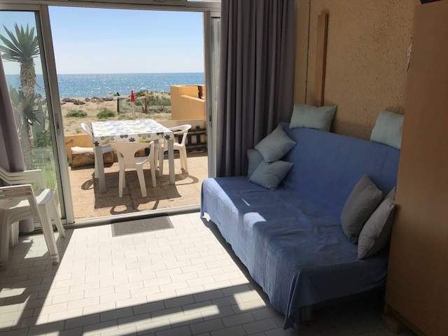 Gelijkvloers appartement direct aan strand : van je bed zo de zee in