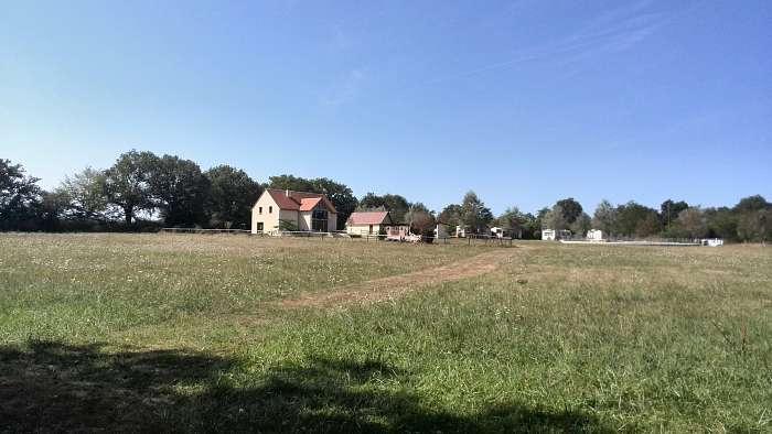 Domaine Naturiste la Petite Brenne - Holger - Hier ein Blick vom Rundwanderweg. Das Haus links im Hintergrund kann übrigens gemietet werden. In der Preisliste unter Brenne-Villa zu finden. Auch Mobilheime sind auf dem Gelände