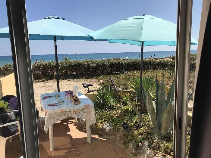 Gelijkvloers appartement direct aan strand : van je bed zo de zee in - Zonnig terras met zeezicht en onmiddellijke toegang tot strand