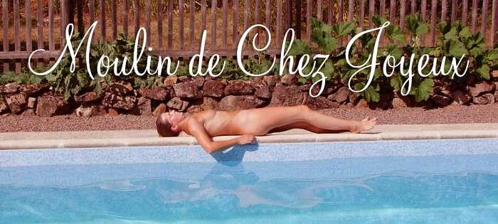 Bouwe en Tessa de Jong ( ) Aanbiedingen vakantiewoningen - Tessa op de rand van het zwembad bij Moulin Joyeux
