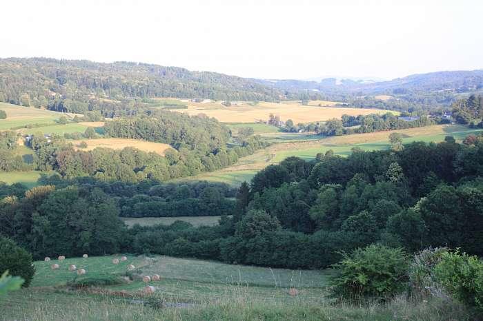 Boerderij 'la vallée des fruits' Camping Naturisme - Uitzicht vanaf de camping