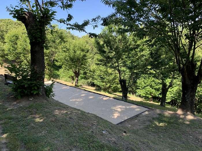 La Berle Gites, Ardèche - La Berle Gites, temidden van de kastanje boomgaarden - Overzicht zwembad La Berle Gites - Zwembad met poolhouse en ligbedden - Houtgestookte sauna, indien gewenst verzorgen wij ook opgietingen - Lekker ontspannen in onze houtges