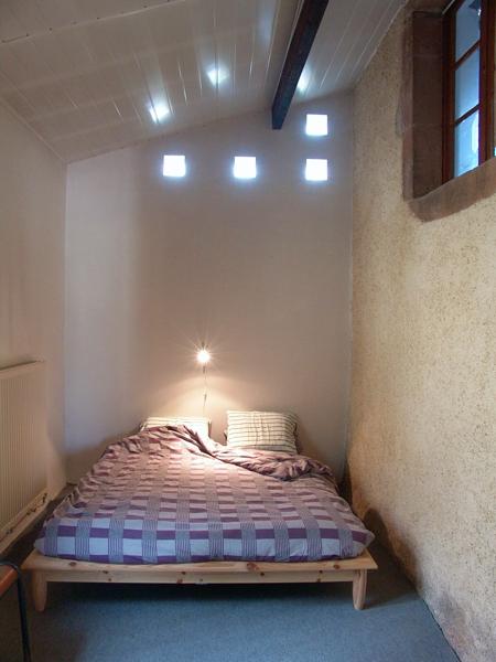 Leo Verton ( Doorwerth ) Aanbiedingen vakantiewoningen - Het huisje in het groen - Het zwembadje - Het boventerras naast het zwembadje - Woonkamer - De keuken - Beneden slaapkamer