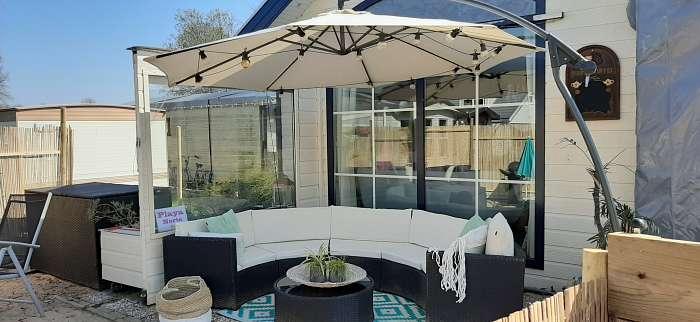 Naturisten Bed en Breakfast De Buizerd - Lounge hoeken in de hele tuin. Ook een Water Wellness aanwezig in de tuin