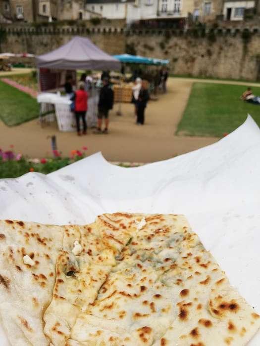 Geert en Rico - La Pinede: Club Naturiste Bretagne Sud - De haven van Auray - Markt bij de stadswallen van Vannes - Borek met spinazie