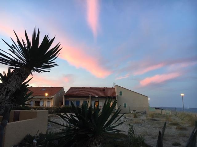 Brigitte Van Craen ( ) Aanbiedingen vakantiewoningen (3) - Ruime veranda met comfortabele zetel van waaruit u 's morgens de zonsopgang kan aanschouwen - Mooie avondluchten vanop terras De zon gaat onder boven het meer aan de achterzijde Spectaculaire avo