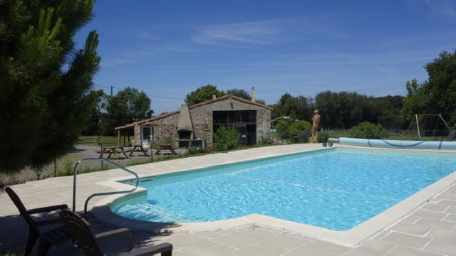 Van Dijk - L'Oliverie - L'Oliverie - Vijver L'Oliverie - Zwembad en kantine met terras L'Oliverie