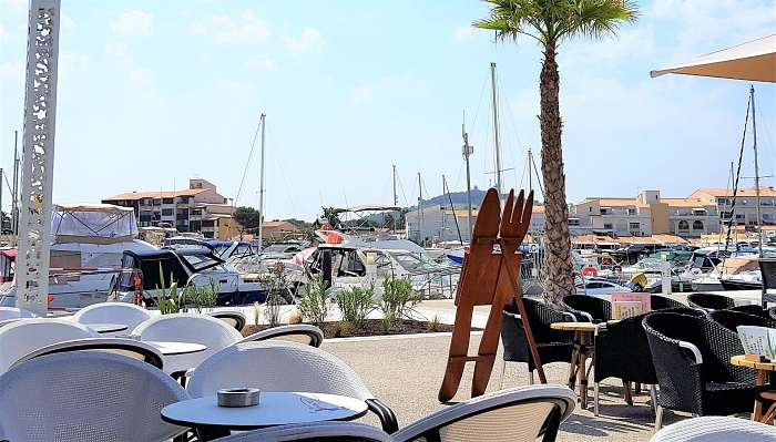 Studio Silverline Venus Naturist - Cap d'Agde ( ) Aanbiedingen appartementen - Kingsize Boxspring - Panoramisch uitzicht op de haven, met op de achtergrond de Middellandse Zee - Luxueuze inrichting - kitchenette met (micro)oven, koelkast vriezer, inducti